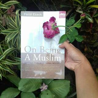 On Being A Muslim: Menjadi Muslim di Dunia Modern by Farid Esack