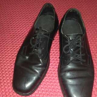 Sepatu kulit indef