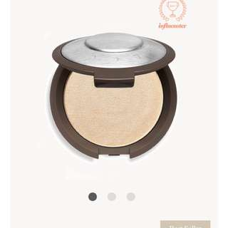 Becca Shimmering Skin Perfector Pressed Highlighter in Moonstone