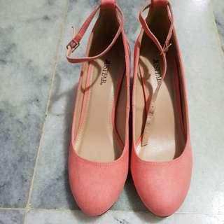 Salmon square heels