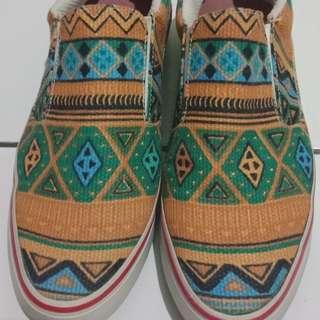 Slip on shoes, size 36, motif tribal, merk Susumu