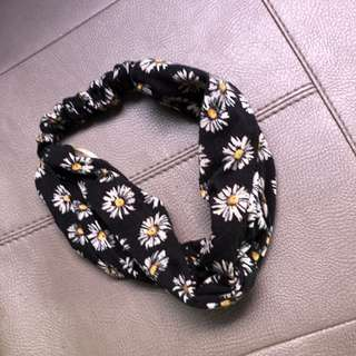 Cotton on daisy black bandana