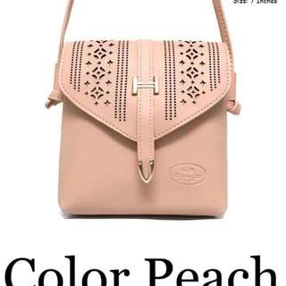 Coach sling bag size : 7 inches