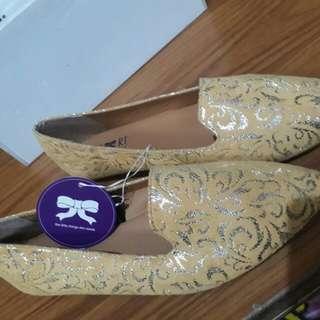 Sepatu lembut kuning