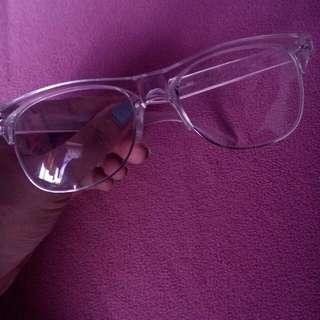 White eyeglass