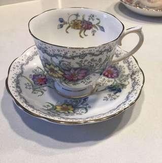 Royal Albert 英國骨瓷古董茶杯碟套裝
