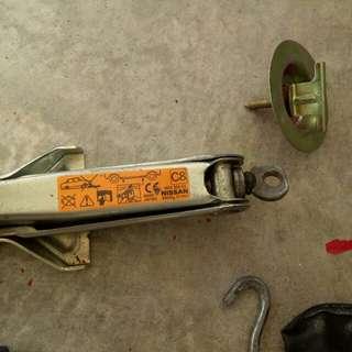 '07 Nissan Sunny Jack up kit