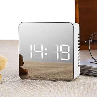 Jam Meja LED Digital Mirror Clock with Temperature. Warna : Putih. Berat : 200gr. Garansi Toko 7hari.