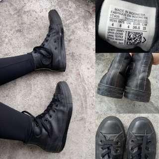 Converse leather triple black