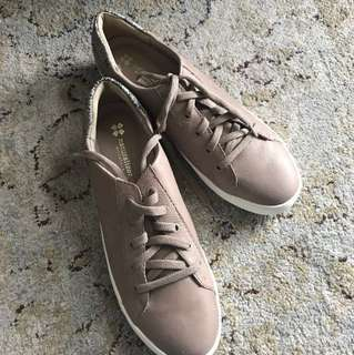Naturalizer - Beige Sneakers