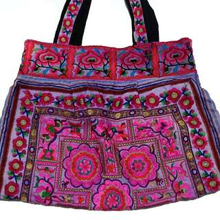 a'postrophe large embroidered tote bag
