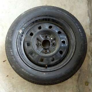 '07 Nissan Sunny Ex Spare tyre, equipped with New Bridgestone B391 tyres.