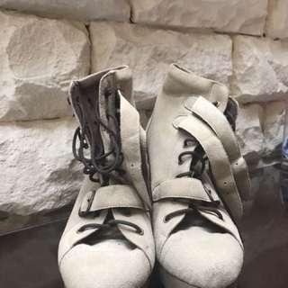 Sepatu Boot Bahan Kain