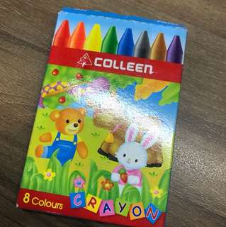 8 colour crayons