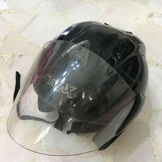 TRAX race ZR helmet