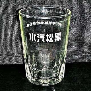 🚚 aaL皮商旋.(企業寶寶玩偶娃娃)已稍有年代早期黑松汽水玻璃杯!--值得收藏!/6房樂箱75/-P