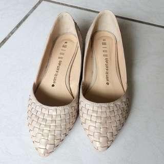 🚚 粉膚金低跟鞋