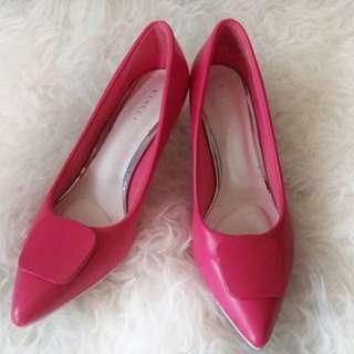 Sepatu warna fuchsia vincci