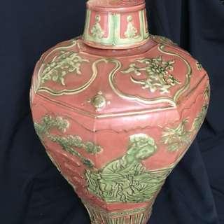 元朝到代红釉六面开光美圗55cm x28 cm Wide. Yuen Dynasty porcelain with hand crafted ancient beauties in 6 windows. Price neg. 20000 可以商議。