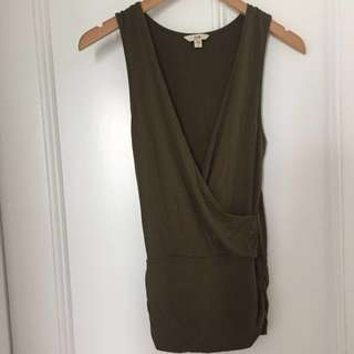 Cue - Sleeveless plunge top - Small