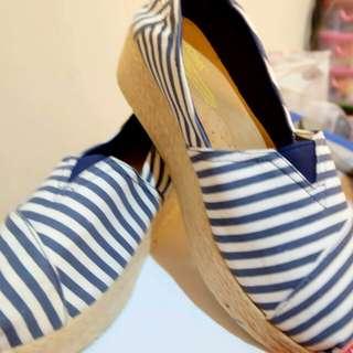Sepatu canvas strip biru putih