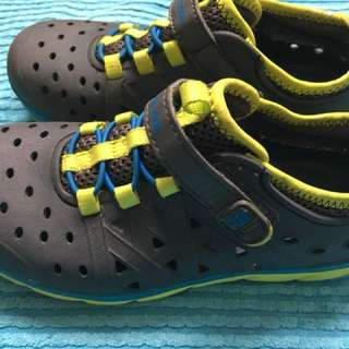Waterproof shoes fr Stride Rite