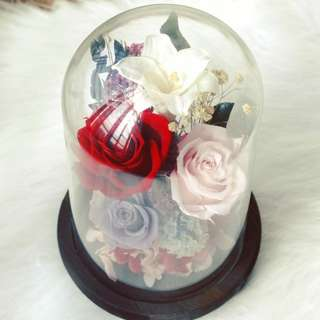 Preserved lily and roses