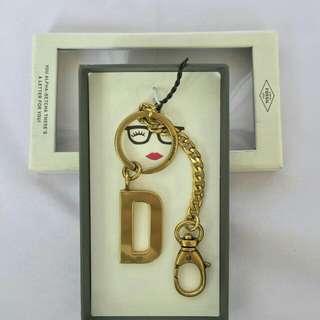 Keychain fossil huruf D
