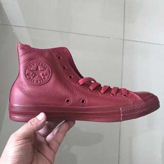 CONVERSE CHUCK TAYLOR LEATHER BRAND NEW AND BOX UNISEX