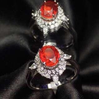 18K白金 無燒紅寶石 足反鑽石戒指