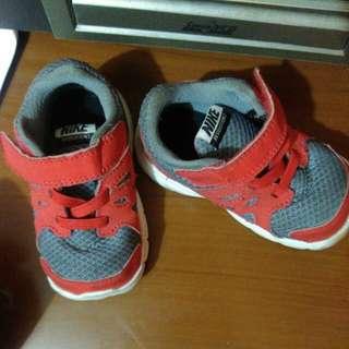Nike revolution2
