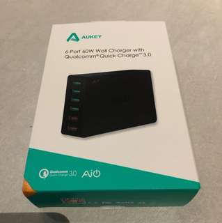 Aukey 6 portwall charger with with qualcomm quick change