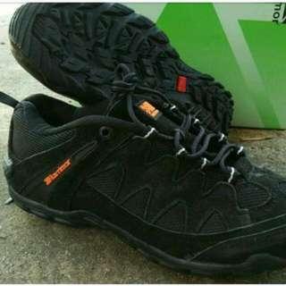 Sepatu Karomor