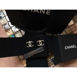 Chanel gold style classic cc logo earrings joyce lane crawford 名牌經典款靚淡金色壓紋耳環
