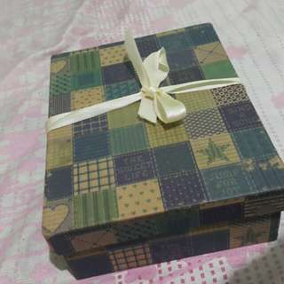 Papemelroti Gift Box with Ribbon