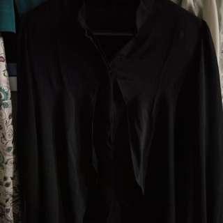 Baju Hitam Berkancing