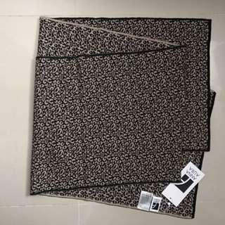 Scarf 💯 %wool leopard pattern