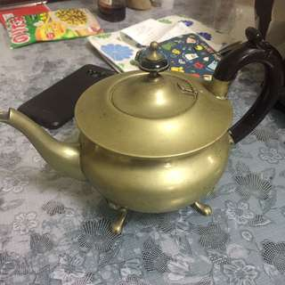 Bras tea pot