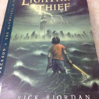 Percy Jackson & the Olympians book 1 - The Lightning Thief