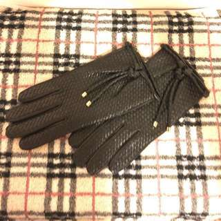 Burberry woven leather gloves