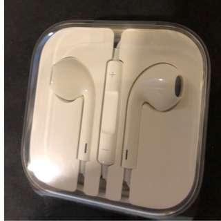 Apple earphones (Brand New!)