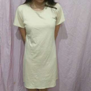 Creamzipped tshirt dress