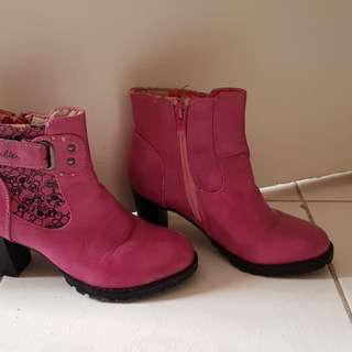 Barbie ankle boots fushia size 12 6-8 yrs old