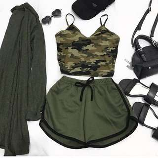 Camou Crop Top + Armygreen HW shorts