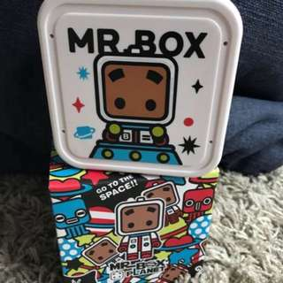 Mr Box- can be used as holder or USB fan