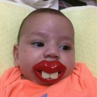 Dot empeng bibir lucu