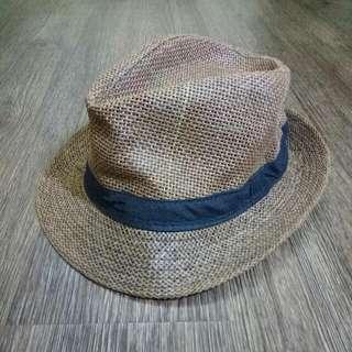Straw Hat (Topi)