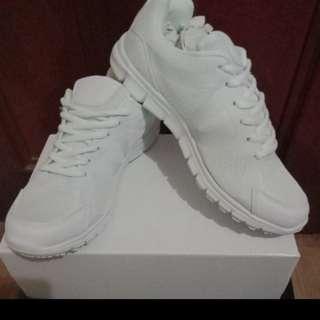 BN white school shoe
