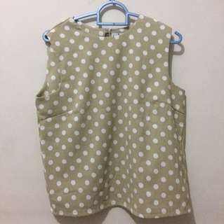 sleeveless polkadot shirt