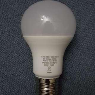Philips LED 10.5w 燈泡有8只。黄光. 每隻25元